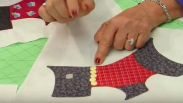 DIY Ideas With Dogs - Scottie Dog Quilt - Cute and Easy DIY Projects for Dog Lovers - Wall and Home Decor Projects, Things To Make and Sell on Etsy - Quick Gifts to Make for Friends Who Have Puppies and Doggies - Homemade No Sew Projects- Fun Jewelry, Cool Clothes and Accessories #dogs #crafts #diyideas