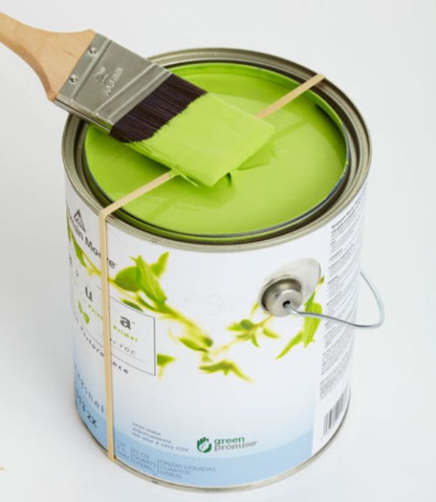 DIY Painting Hacks - Scrape Paint With a Rubber Band - Easy Ways To Shortcut House Painting - Wall Prep, Painters Tape, Trim, Edging, Ceiling, Exterior Cutting In, Furniture and Crafts Paint Tips - Paint Your House Or Your Room With These Time Saving Painter Hacks and Quick Tricks http://diyjoy.com/diy-painting-hacks