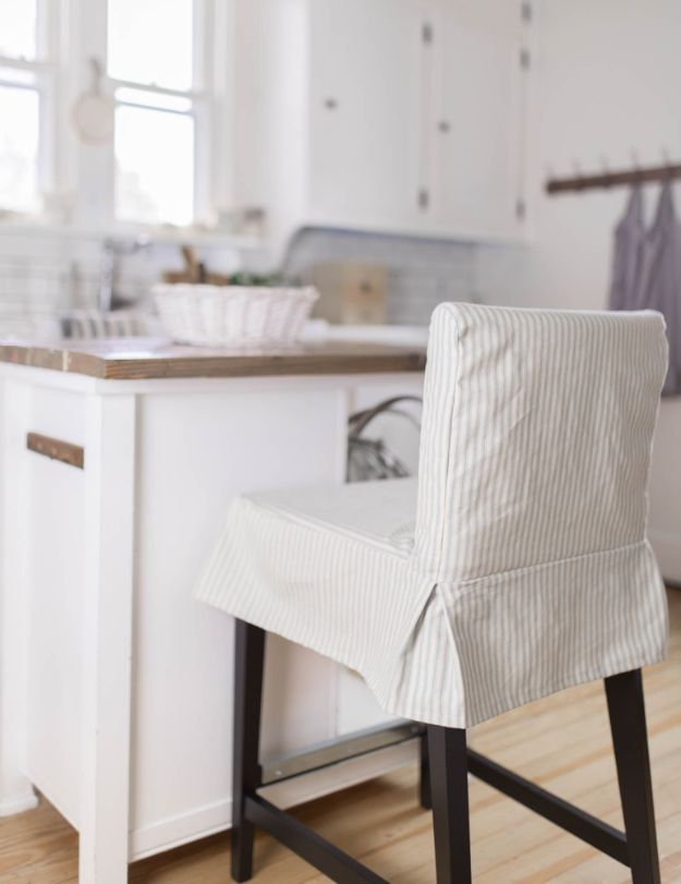 DIY Slipcovers - Sew A Parsons Chair Slipcover - Do It Yourself Slip Covers For Furniture - No Sew Ideas, Easy Fabrics Four Couch and Sofa Cover - Chair Projects and Ideas, How To Make a Slip cover with step by step tutorial and instructions - Cool DIY Home and Living Room Decor #slipcovers #diydecor