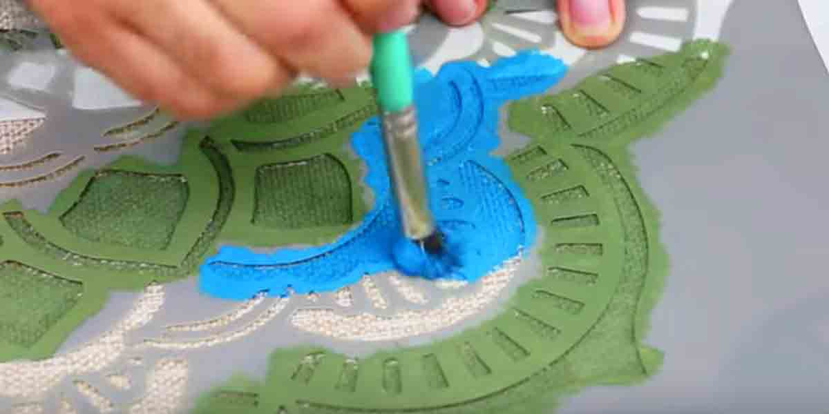 DIY Rugs - DIY Stenciled Rug - Ideas for An Easy Handmade Rug for Living Room, Bedroom, Kitchen Mat and Cheap Area Rugs You Can Make - Stencil Art Tutorial, Painting Tips, Fabric, Yarn, Old Denim Jeans, Rope, Tshirt, Pom Pom, Fur, Crochet, Woven and Outdoor Projects - Large and Small Carpet http://diyjoy.com/diy-rug-tutorials