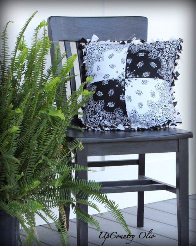 DIY Ideas With Bandanas - Super Cinchy Bandana Pillow - Bandana Crafts and Decor Projects Made With A Bandana - No Sew Ideas, Bags, Bracelets, Hats, Halter Tops, Blankets and Quilts, Headbands, Simple Craft Project Tutorials for Kids and Teens - Home Decoration and Country Themed Crafts To Make and Sell On Etsy #crafts #country #diy