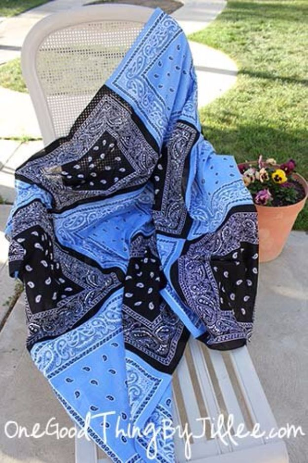DIY Ideas With Bandanas - Super Versatile Bandana Quilt - Bandana Crafts and Decor Projects Made With A Bandana - No Sew Ideas, Bags, Bracelets, Hats, Halter Tops, Blankets and Quilts, Headbands, Simple Craft Project Tutorials for Kids and Teens - Home Decoration and Country Themed Crafts To Make and Sell On Etsy http://diyjoy.com/diy-ideas-bandanas