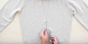 Watch The Incredible Way She Transforms An Ordinary Sweater Making It Very Stylish!