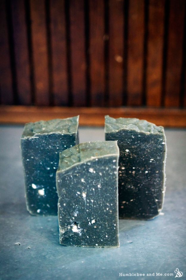 DIY Soap Recipes - Winter Solstice Soap - Melt and Pour, Homemade Recipe Without Lye - Natural Soap crafts for Kids - Shea Butter, Essential Oils, Easy Ides With 3 Ingredients - soap recipes with step by step tutorials #soap #diygifts