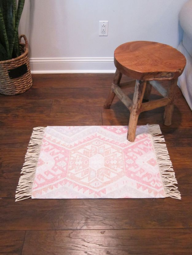 DIY Rugs - DIY Kilim Rug - Ideas for An Easy Handmade Rug for Living Room, Bedroom, Kitchen Mat and Cheap Area Rugs You Can Make - Stencil Art Tutorial, Painting Tips, Fabric, Yarn, Old Denim Jeans, Rope, Tshirt, Pom Pom, Fur, Crochet, Woven and Outdoor Projects - Large and Small Carpet http://diyjoy.com/diy-rug-tutorials
