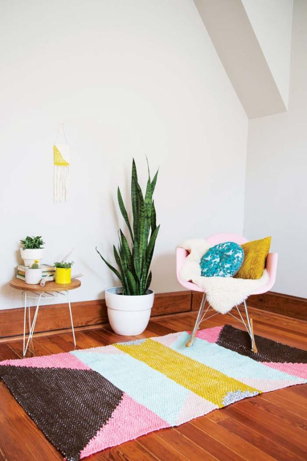 DIY Rugs - DIY Positive Vibes Rug - Ideas for An Easy Handmade Rug for Living Room, Bedroom, Kitchen Mat and Cheap Area Rugs You Can Make - Stencil Art Tutorial, Painting Tips, Fabric, Yarn, Old Denim Jeans, Rope, Tshirt, Pom Pom, Fur, Crochet, Woven and Outdoor Projects - Large and Small Carpet http://diyjoy.com/diy-rug-tutorials
