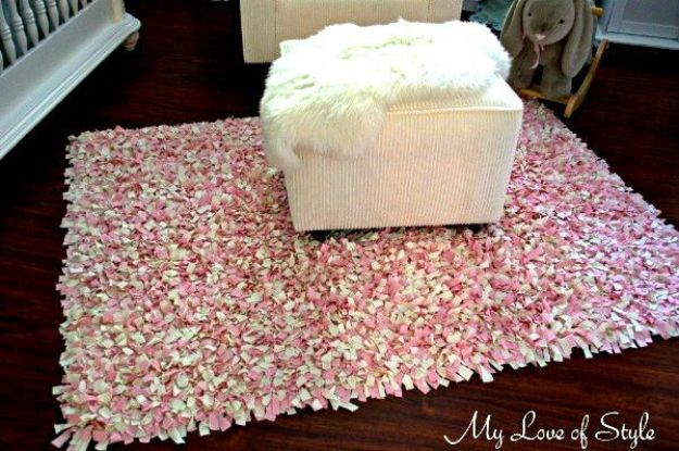 DIY Rugs - DIY Shag Rag Rug - Ideas for An Easy Handmade Rug for Living Room, Bedroom, Kitchen Mat and Cheap Area Rugs You Can Make - Stencil Art Tutorial, Painting Tips, Fabric, Yarn, Old Denim Jeans, Rope, Tshirt, Pom Pom, Fur, Crochet, Woven and Outdoor Projects - Large and Small Carpet http://diyjoy.com/diy-rug-tutorials