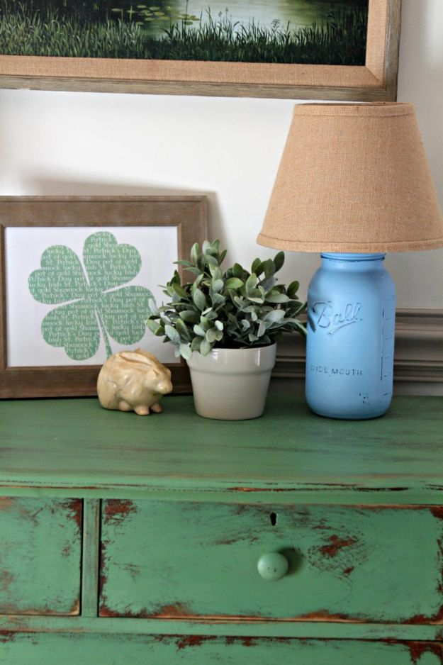 St Patricks Day Decor Ideas - Farmhouse Style St. Patrick's Day Decor - DIY St. Patrick's Day Party Decorations and Home Decor Crafts - Projects for Walls, Hanging Banners, Wreaths, Tabletop Centerpieces and Party Favors - Green Shamrocks, Leprechauns and Cute and Easy Do It Yourself Decor For Parties - Cheap Dollar Store Ideas for Those On A Budget http://diyjoy.com/diy-st-patricks-day-decor