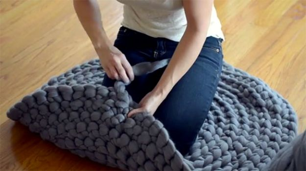 DIY Rugs - Giant Circular Rug - Ideas for An Easy Handmade Rug for Living Room, Bedroom, Kitchen Mat and Cheap Area Rugs You Can Make - Stencil Art Tutorial, Painting Tips, Fabric, Yarn, Old Denim Jeans, Rope, Tshirt, Pom Pom, Fur, Crochet, Woven and Outdoor Projects - Large and Small Carpet http://diyjoy.com/diy-rug-tutorials