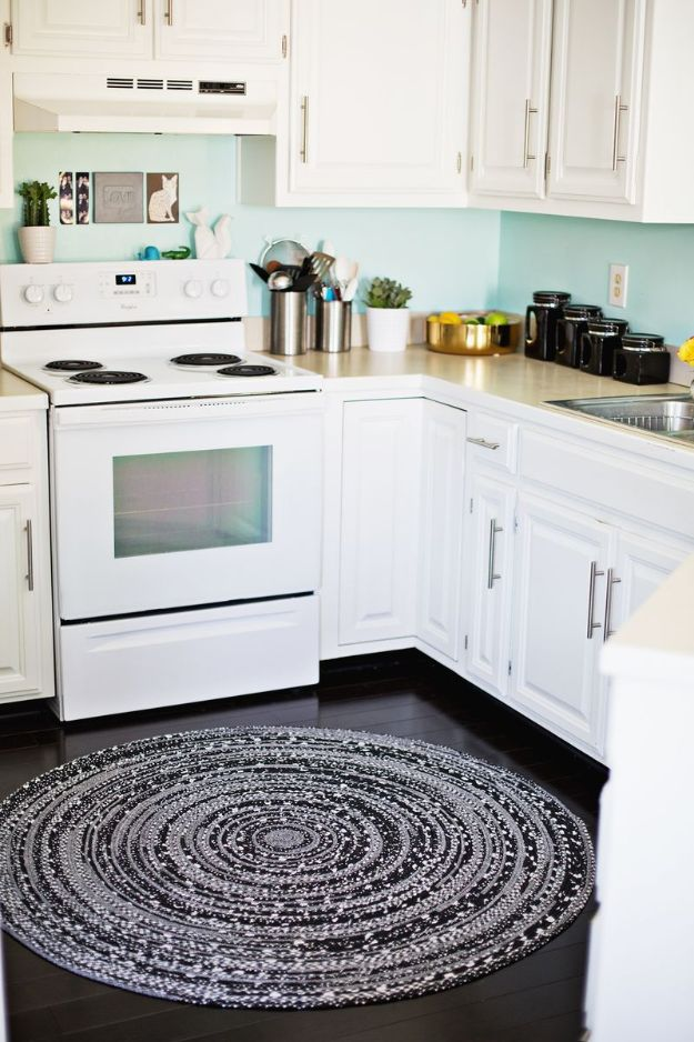 DIY Rugs - Make Your Own Rope Rug - Ideas for An Easy Handmade Rug for Living Room, Bedroom, Kitchen Mat and Cheap Area Rugs You Can Make - Stencil Art Tutorial, Painting Tips, Fabric, Yarn, Old Denim Jeans, Rope, Tshirt, Pom Pom, Fur, Crochet, Woven and Outdoor Projects - Large and Small Carpet http://diyjoy.com/diy-rug-tutorials