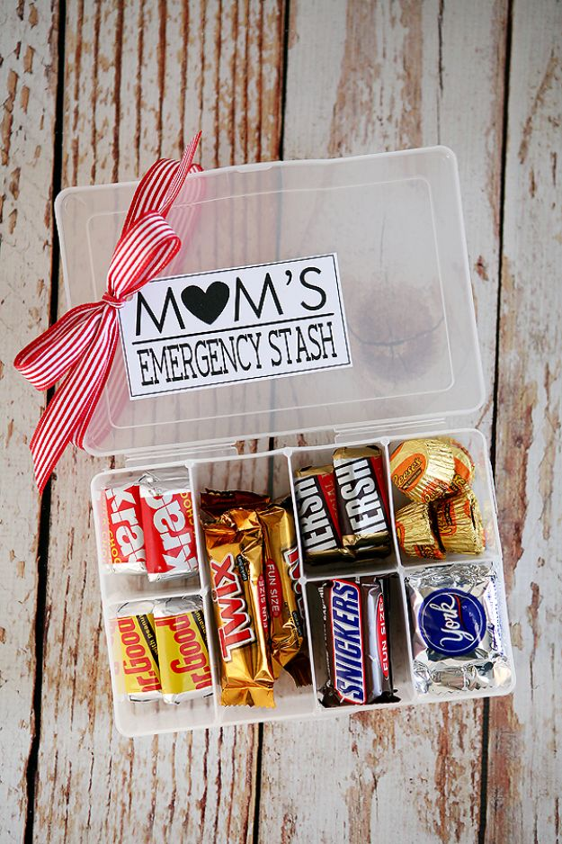 Best Mothers Day Ideas - Mom's Emergency Stash - Easy and Cute DIY Projects to Make for Mom - Cool Gifts and Homemade Cards, Gift in A Jar Ideas - Cheap Things You Can Make for Your Mother http://diyjoy.com/diy-mothers-day-ideas