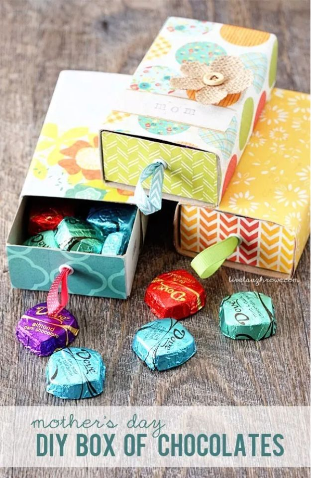 Best Mothers Day Ideas - Mother's Day DIY Box of Chocolates - Easy and Cute DIY Projects to Make for Mom - Cool Gifts and Homemade Cards, Gift in A Jar Ideas - Cheap Things You Can Make for Your Mother http://diyjoy.com/diy-mothers-day-ideas