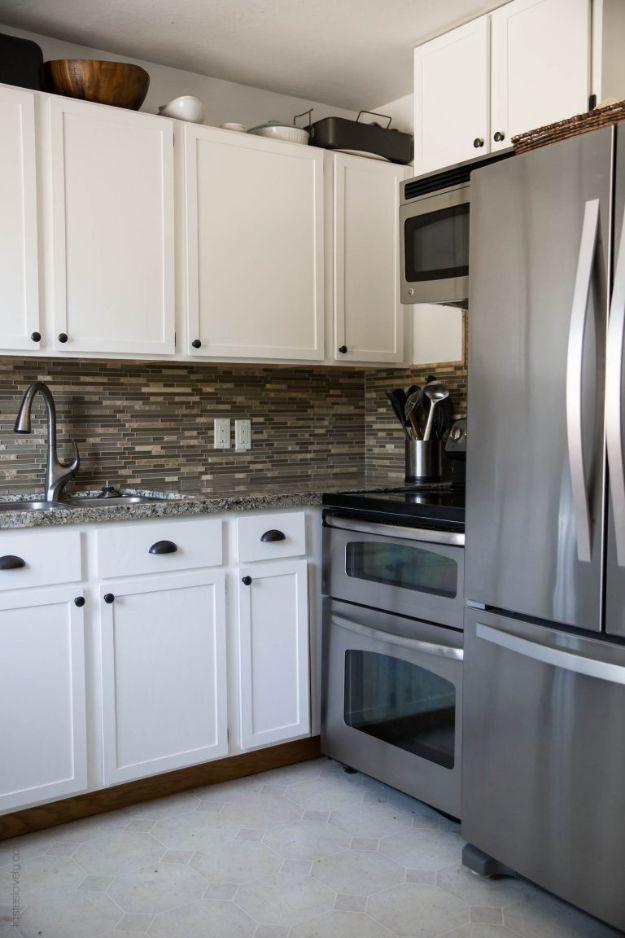 DIY Kitchen Cabinet Ideas - Paint Oak Cabinets White - Makeover and Before and After - How To Build, Plan and Renovate Your Kitchen Cabinets - Painted, Cheap Refact, Free Plans, Rustic Decor, Farmhouse and Vintage Looks, Modern Design and Inexpensive Budget Friendly Projects