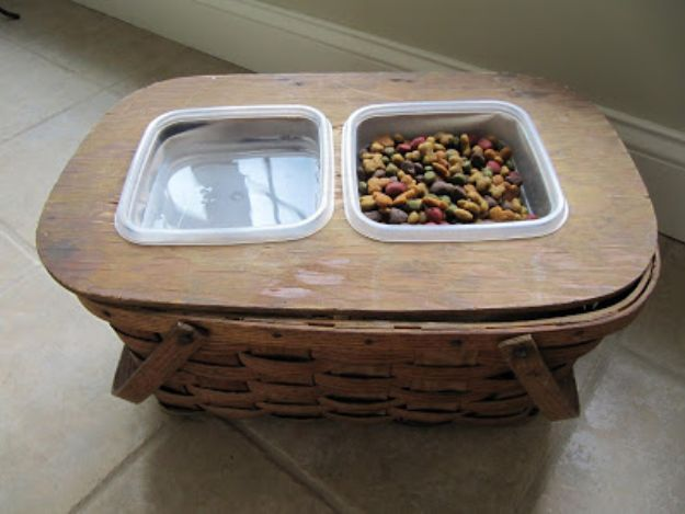 DIY Pet Bowls And Feeding Stations - Picnic Basket Food Bowl Holder - Easy Ideas for Serving Dog and Cat Food, Ways to Raise and Store Bowls - Organize Your Dog Food and Water Bowl With These Cute and Creative Ideas for Dogs and Cats- Monogram, Painted, Personalized and Rustic Crafts and Projects http://diyjoy.com/diy-pet-bowls-feeding-station