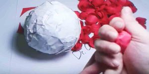 She Makes A Beautiful Decor Item For Her Valentine's Day Celebrations. Watch!