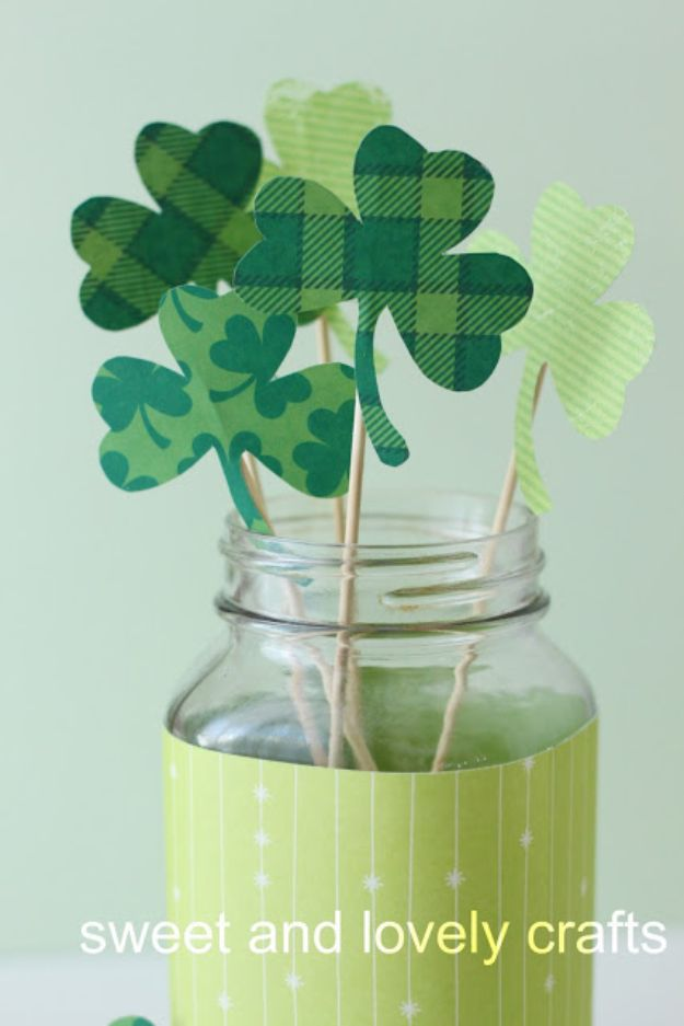 St Patricks Day Decor Ideas - Shamrock Bouquet - DIY St. Patrick's Day Party Decorations and Home Decor Crafts - Projects for Walls, Hanging Banners, Wreaths, Tabletop Centerpieces and Party Favors - Green Shamrocks, Leprechauns and Cute and Easy Do It Yourself Decor For Parties - Cheap Dollar Store Ideas for Those On A Budget http://diyjoy.com/diy-st-patricks-day-decor