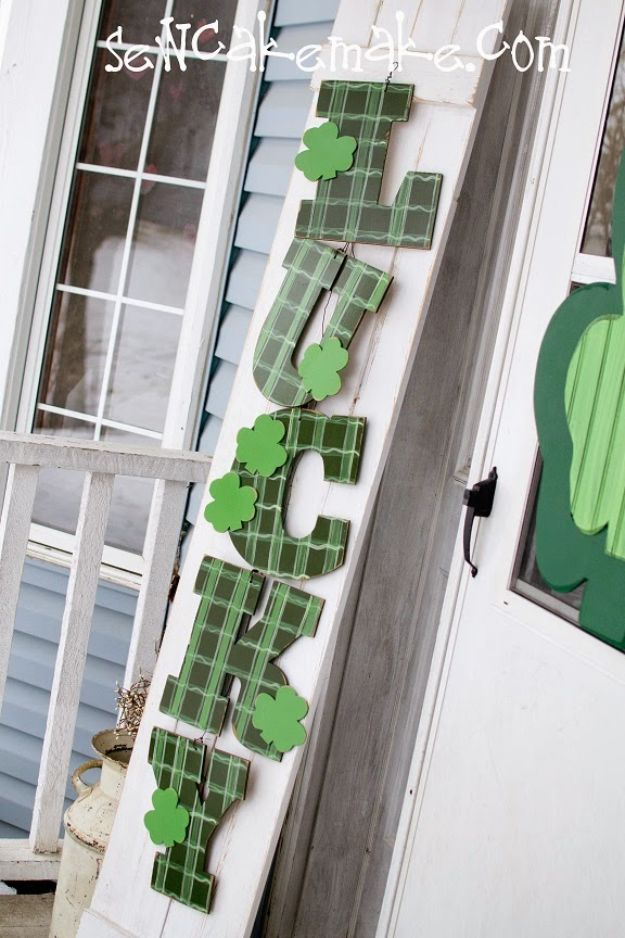 St Patricks Day Decor Ideas - Shamrock Door Decor - DIY St. Patrick's Day Party Decorations and Home Decor Crafts - Projects for Walls, Hanging Banners, Wreaths, Tabletop Centerpieces and Party Favors - Green Shamrocks, Leprechauns and Cute and Easy Do It Yourself Decor For Parties - Cheap Dollar Store Ideas for Those On A Budget http://diyjoy.com/diy-st-patricks-day-decor