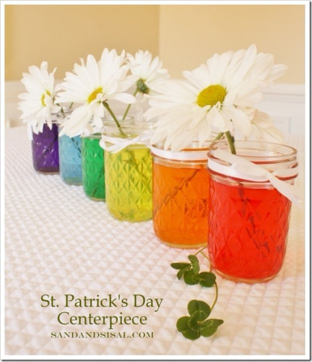 St Patricks Day Decor Ideas - St. Patrick's Day Centerpiece - DIY St. Patrick's Day Party Decorations and Home Decor Crafts - Projects for Walls, Hanging Banners, Wreaths, Tabletop Centerpieces and Party Favors - Green Shamrocks, Leprechauns and Cute and Easy Do It Yourself Decor For Parties - Cheap Dollar Store Ideas for Those On A Budget http://diyjoy.com/diy-st-patricks-day-decor