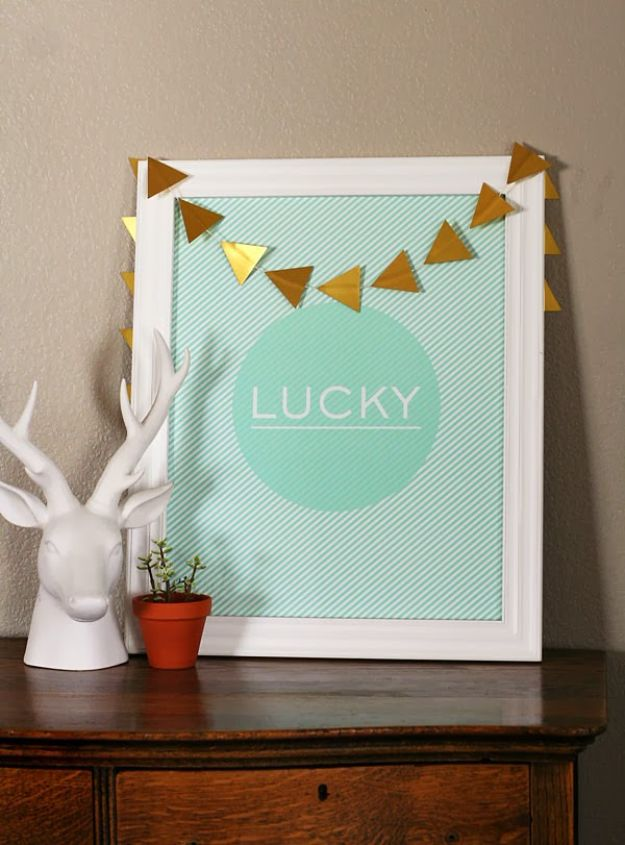 St Patricks Day Decor Ideas - St. Patrick's Day LUCKY Print - DIY St. Patrick's Day Party Decorations and Home Decor Crafts - Projects for Walls, Hanging Banners, Wreaths, Tabletop Centerpieces and Party Favors - Green Shamrocks, Leprechauns and Cute and Easy Do It Yourself Decor For Parties - Cheap Dollar Store Ideas for Those On A Budget http://diyjoy.com/diy-st-patricks-day-decor