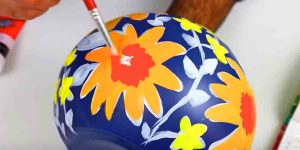 Watch How He Paints This Incredibly Beautiful Vase Inspired By A Famous Designer!