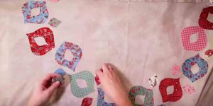 She Makes This Fabulous Laurel Wreath Applique Quilt You'll Fall In Love With!