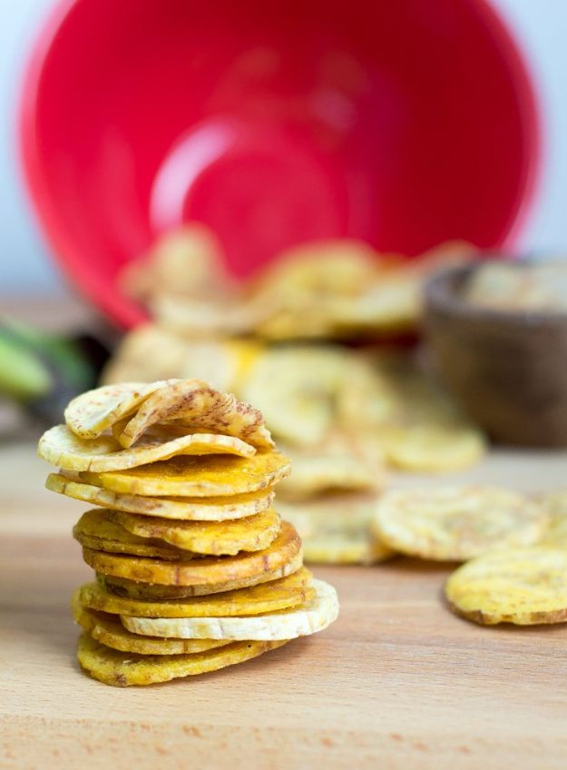 Gluten Free Appetizers - Baked Plantain Chips - Easy Flourless and Glutenfree Snacks, Wraps, Finger Foods and Snack Recipes - Recipe Ideas for Gluten Free Diets - Spinach and Cheese Dips, Vegetable Spreads, Sushi rolls, Quick Grill Foods, Party Trays, Dessert Bites, Healthy Veggie and Fruit Appetizer Tutorials #glutenfree #appetizers #appetizerrecipes #glutenfreerecipes #recipeideas #diyjoy http://diyjoy.com/gluten-free-appetizers