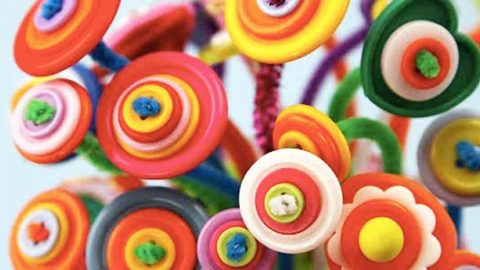Watch How She Makes A Unique Button Bouquet Out Of Buttons And Pipe Cleaners! | DIY Joy Projects and Crafts Ideas
