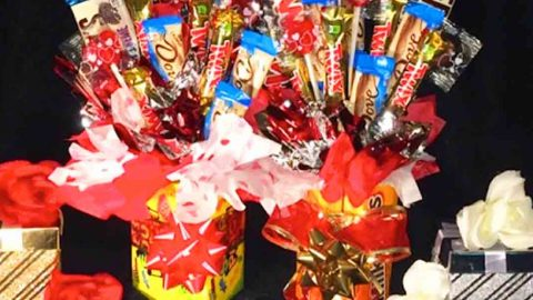 Watch How She Makes A Fun Candy Bouquet For Valentine's Day Gifts! | DIY Joy Projects and Crafts Ideas
