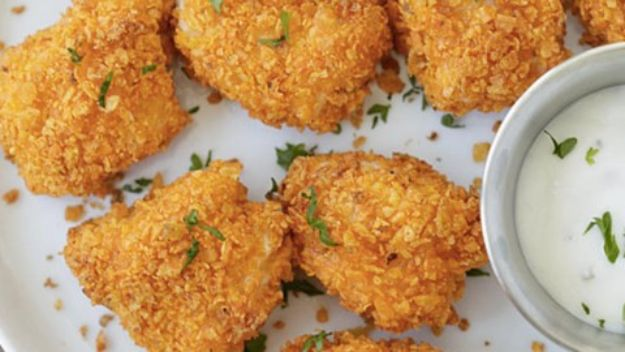 Gluten Free Appetizers - Crunchy Dorito Fried Chicken Nuggets - Easy Flourless and Glutenfree Snacks, Wraps, Finger Foods and Snack Recipes - Recipe Ideas for Gluten Free Diets - Spinach and Cheese Dips, Vegetable Spreads, Sushi rolls, Quick Grill Foods, Party Trays, Dessert Bites, Healthy Veggie and Fruit Appetizer Tutorials http://diyjoy.com/gluten-free-appetizers