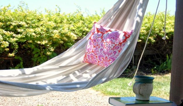 DIY Patio Furniture Ideas - DIY Hammock - Cheap Do It Yourself Porch and Easy Backyard Furniture, Rocking Chairs, Swings, Benches, Stools and Seating Tutorials - Dining Tables from Pallets, Cinder Blocks and Upcyle Ideas - Sectional Couch Plans With Cushions - Makeover Tips for Existing Furniture #diyideas #outdoors #diy #backyardideas #diyfurniture #patio #diyjoy http://diyjoy.com/diy-patio-furniture-ideas