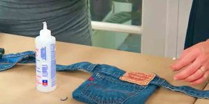 She Recycles Levis For A Useful Item That Is Convenient When You Need To Be Handsfree!
