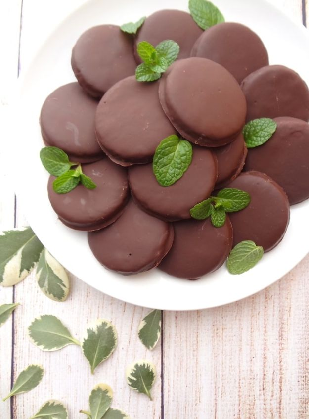 Gluten Free Desserts - Gluten Free Thin Mint Cookies - Easy Recipes and Healthy Recipe Ideas for Cookies, Cake, Pie, Cupcakes, Cheesecake and Ice Cream - Best No Sugar Glutenfree Chocolate, No Bake Dessert, Fruit, Peach, Apple and Banana Dishes - Flourless Christmas, Thanksgiving and Holiday Dishes http://diyjoy.com/gluten-free-desserts