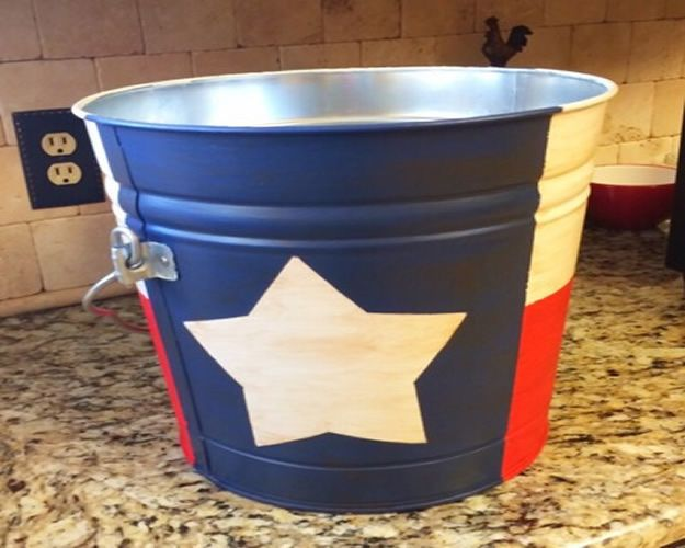DIY Ideas For Everyone Who Loves Texas - Hand Painted Texas Flag Bucket - Cute Lone Star State Crafts In The Shape of Texas - Best Texan Quotes, Sayings and Signs for Your Porch and Home - Easy Texas Themed Decorating Ideas - Country Crafts, Rustic Home Decor, String Art and Map Projects Shaped Like Texas - Decor for Living Room, Bedroom, Bathroom, Kitchen and Yard http://diyjoy.com/diy-ideas-Texas