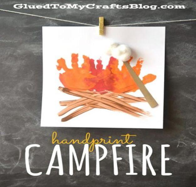 Crafts for Boys - Handprint Campfire Craft - Cute Crafts for Young Boys, Toddlers and School Children - Fun Paints to Make, Idées de bricolage, projets d'art mural, alphabet coloré et bricolage à la colle, art à la corde, leçons de peinture, Des tutoriels de projets bon marché et des choses peu coûteuses à faire à la maison pour les enfants. Décoration de chambre mignonne et cadeaux DIY à faire pour maman et papa #diyideas #kidscrafts #craftsforboys