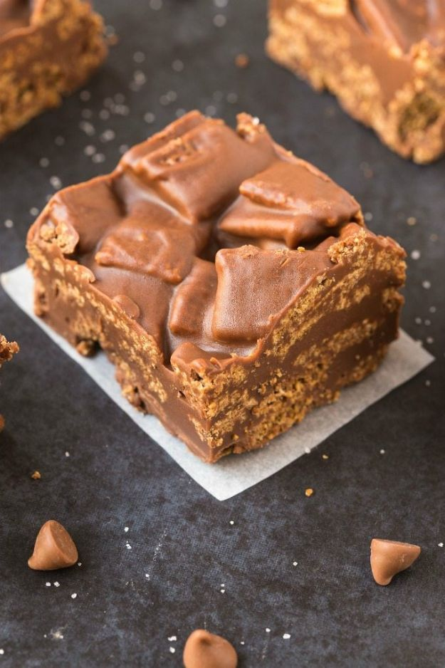Gluten Free Desserts - Healthy No Bake Peanut Butter Kit Kat Crunch Bars - Easy Recipes and Healthy Recipe Ideas for Cookies, Cake, Pie, Cupcakes, Cheesecake and Ice Cream - Best No Sugar Glutenfree Chocolate, No Bake Dessert, Fruit, Peach, Apple and Banana Dishes - Flourless Christmas, Thanksgiving and Holiday Dishes #glutenfree #desserts #recipes