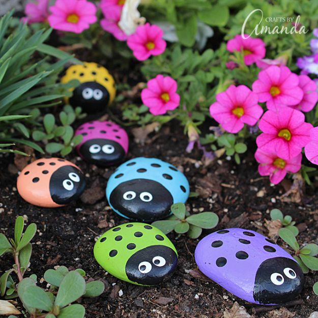 Crafts for Girls - Ladybug Painted Rocks - Cute Crafts for Young Girls, Toddlers and School Children - Fun Paints to Make, Arts and Craft Ideas, Wall Art Projects, Colorful Alphabet and Glue Crafts, String Art, Painting Lessons, Cheap Project Tutorials and Inexpensive Things for Kids to Make at Home - Cute Room Decor and DIY Gifts to Make for Mom and Dad http://diyjoy.com/crafts-for-girls