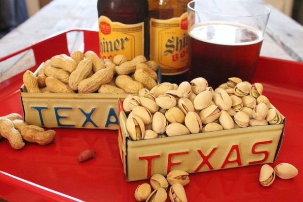 DIY Ideas For Everyone Who Loves Texas - License Plate Box - Cute Lone Star State Crafts In The Shape of Texas - Best Texan Quotes, Sayings and Signs for Your Porch and Home - Easy Texas Themed Decorating Ideas - Country Crafts, Rustic Home Decor, String Art and Map Projects Shaped Like Texas - Decor for Living Room, Bedroom, Bathroom, Kitchen and Yard http://diyjoy.com/diy-ideas-Texas