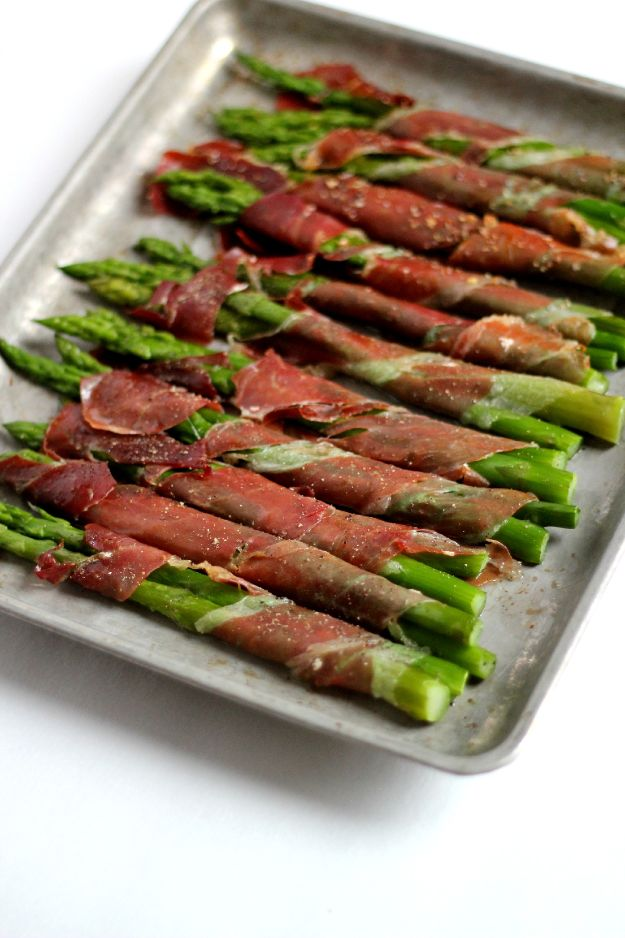 Gluten Free Appetizers - Prosciutto Wrapped Asparagus - Easy Flourless and Glutenfree Snacks, Wraps, Finger Foods and Snack Recipes - Recipe Ideas for Gluten Free Diets - Spinach and Cheese Dips, Vegetable Spreads, Sushi rolls, Quick Grill Foods, Party Trays, Dessert Bites, Healthy Veggie and Fruit Appetizer Tutorials #glutenfree #appetizers #appetizerrecipes #glutenfreerecipes #recipeideas #diyjoy http://diyjoy.com/gluten-free-appetizers