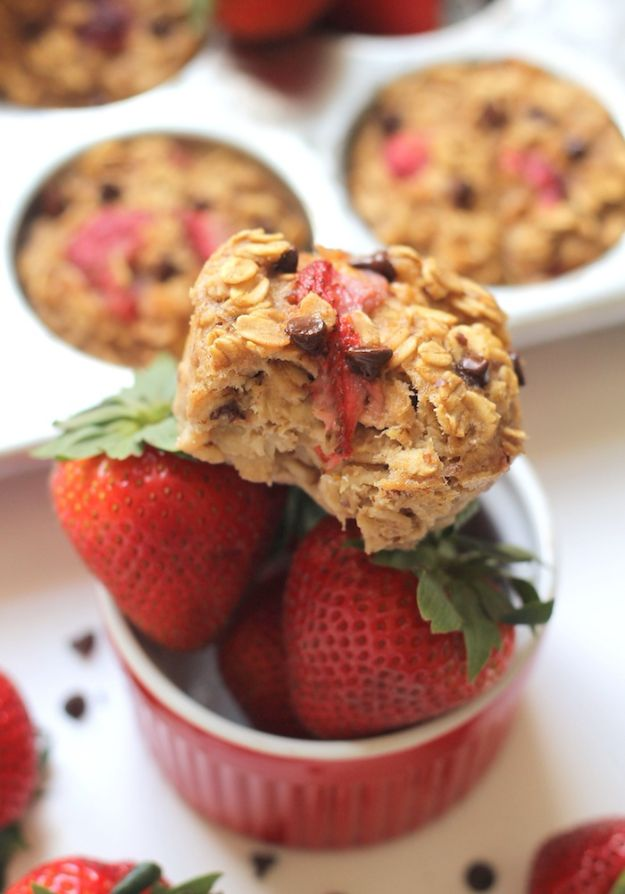 Best Recipes To Teach Your Kids To Cook - Roasted Strawberry Oatmeal Cups - Easy Ideas To Show Children How to Prepare Food - Kid Friendly Recipes That Boys and Girls Can Make Themselves - No Bake, 5 Minute Foods, Healthy Snacks, Salads, Dips, Roll Ups, Vegetables and Simple Desserts - Recipes To Learn How To Make Fun Food http://diyjoy.com/best-recipes-teach-kids-to-cook