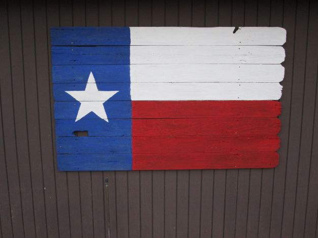 DIY Ideas For Everyone Who Loves Texas - Texas Flag Old Fence - Cute Lone Star State Crafts In The Shape of Texas - Best Texan Quotes, Sayings and Signs for Your Porch and Home - Easy Texas Themed Decorating Ideas - Country Crafts, Rustic Home Decor, String Art and Map Projects Shaped Like Texas - Decor for Living Room, Bedroom, Bathroom, Kitchen and Yard http://diyjoy.com/diy-ideas-Texas