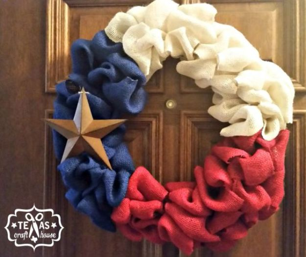 DIY Ideas For Everyone Who Loves Texas - Texas Wreath - Cute Lone Star State Crafts In The Shape of Texas - Best Texan Quotes, Sayings and Signs for Your Porch and Home - Easy Texas Themed Decorating Ideas - Country Crafts, Rustic Home Decor, String Art and Map Projects Shaped Like Texas - Decor for Living Room, Bedroom, Bathroom, Kitchen and Yard http://diyjoy.com/diy-ideas-Texas
