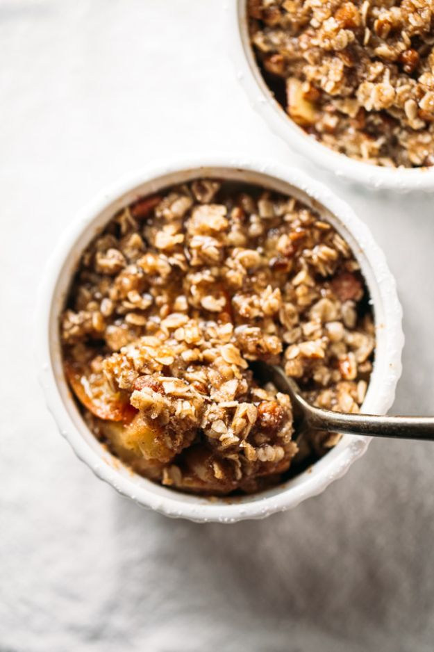 Fast Dessert Recipes - 5-Minute Single Serving Apple Crisp Recipe - Fast Desserts to Make In Minutes - Sweet Treats, Cookies, Cake and Snack Ideas