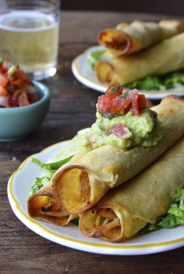 Easy Recipes For Rotisserie Chicken - Baked Chicken and Cheese Taquitos - Healthy Recipe Ideas for Leftovers - Comfort Foods With Chicken - Low Carb and Gluten Free, Crock Pot Meals, Appetizers, Salads, Sour Cream Enchiladas, Pasta, One Pot Meals and Casseroles for Quick Dinners http://diyjoy.com/recipes-rotisserie-chicken