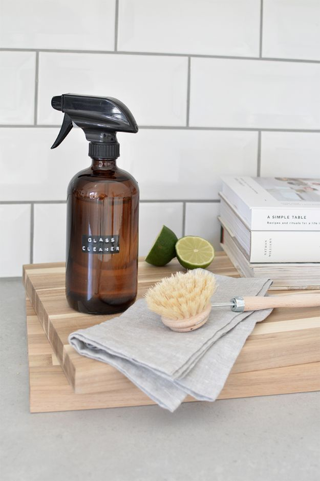 Homemade Cleaning Products - DIY Glass Cleaner - DIY Cleaners With Recipe and Tutorial - Make DIY Natural and ll Purpose Cleaner Recipes for Home With Vinegar, Essential Oils