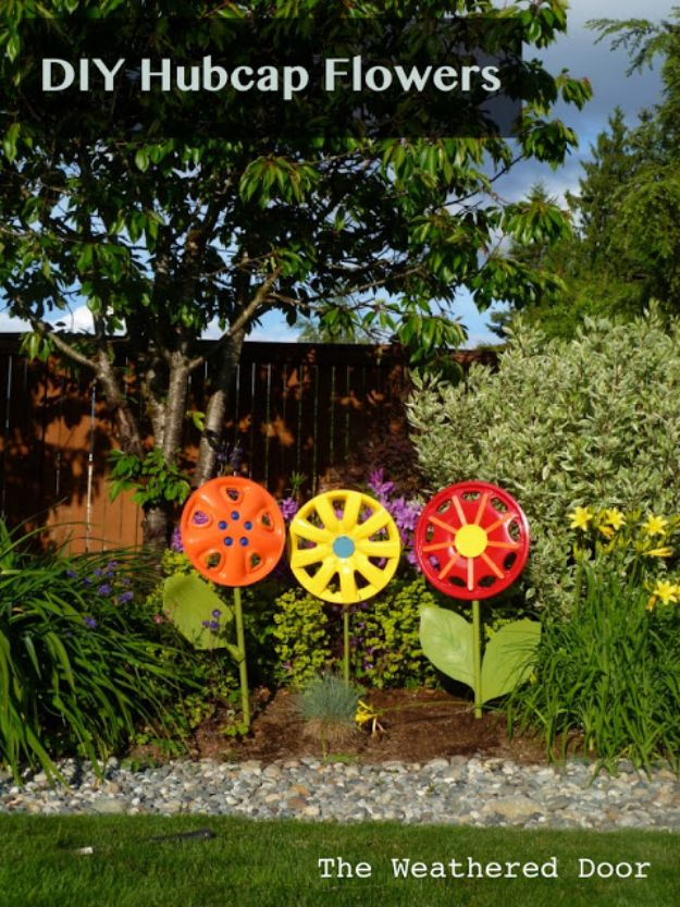 Creative Garden Art Ideas -Crafts for Outdoors - DYI Garden Ornaments to Make for Backyard Decoration - Thrifty Upcycled Crafts Made From Old Car Parts- DIY Hubcap Flowers
