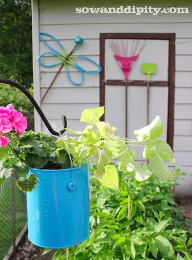 Easy DIY Garden Decor Ideas - Crafts for Outdoors - DYI Garden Ornaments to Make for Backyard Decoration - Thrift Store Crafts - DYI Dragonfly Garden Art