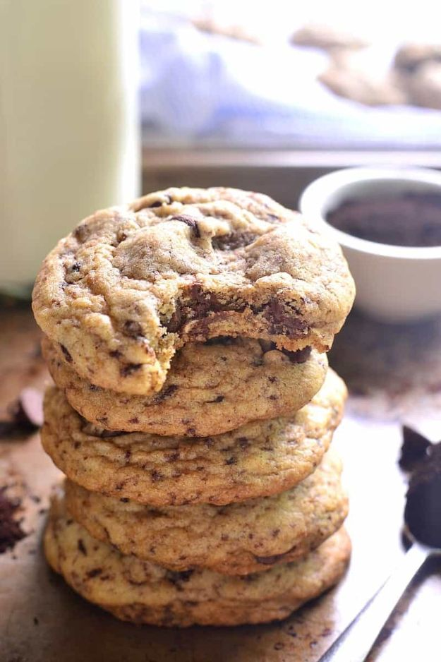 Coffee Drink Recipes - Espresso Chocolate Chip Cookies - Easy Drinks and Coffees To Make At Home - Frozen, Iced, Cold Brew and Hot Coffee Recipe Ideas - Sugar Free, Low Fat and Blended Drinks - Mocha, Frappucino, Caramel, Chocolate, Latte and Americano - Flavored Coffee, Liqueur and After Dinner Drinks With Alcohol, Dessert Ideas for Parties #coffeedrinks #coffeerecipes #coffee #drinkrecipes