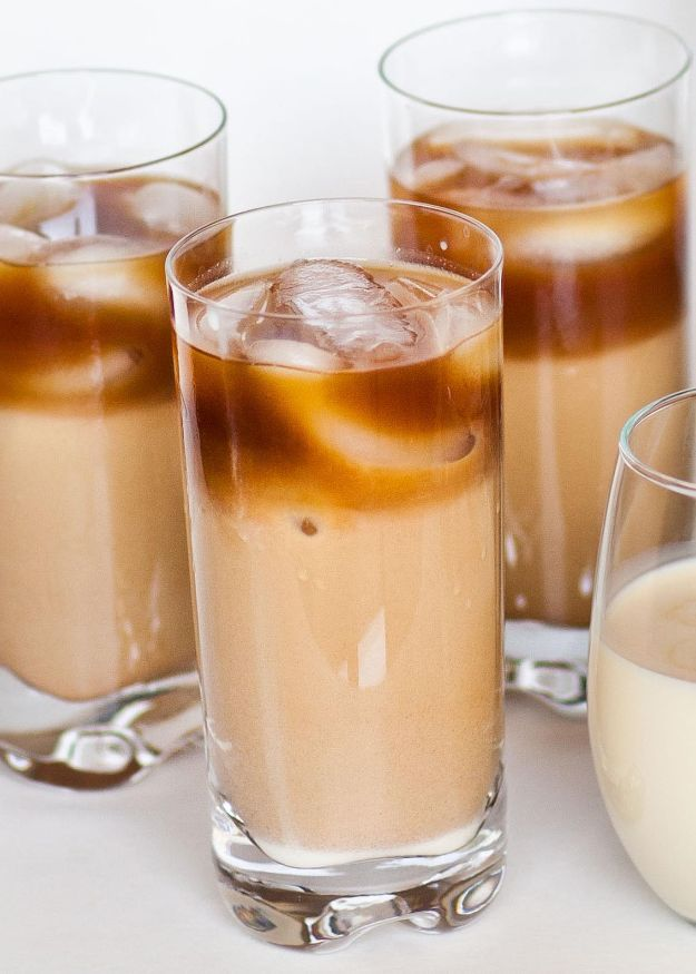 Coffee Drink Recipes - Iced Vanilla-Flavored Thai Coffee - Easy Drinks and Coffees To Make At Home - Frozen, Iced, Cold Brew and Hot Coffee Recipe Ideas - Sugar Free, Low Fat and Blended Drinks - Mocha, Frappucino, Caramel, Chocolate, Latte and Americano - Flavored Coffee, Liqueur and After Dinner Drinks With Alcohol, Dessert Ideas for Parties #coffeedrinks #coffeerecipes #coffee #drinkrecipes