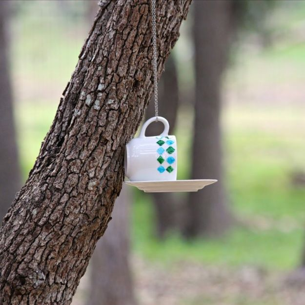 DIY Garden Decor Ideas - Crafts for Outdoors - DYI Garden Ornaments to Make for Backyard Decoration - Thrift Store Crafts - How to Make A DIY Bird Feeder with Cups and Saucers