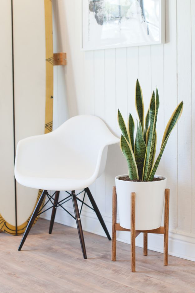 DIY Modern Home Decor - Midcentury-Inspired Plant Stand - Room Ideas, Wall Art on A Budget, Farmhouse Style Projects - Easy DIY Ideas and Decorations for Apartments, Living Room, Bedroom, Kitchen and Bath - Fixer Upper Tips and Tricks